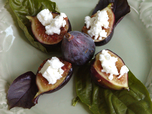 Grilled Figs with Feta Cheese recipe - 104 calories